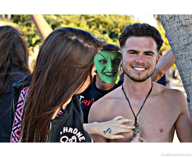 Wicked witch of the West photobombing an couples photo