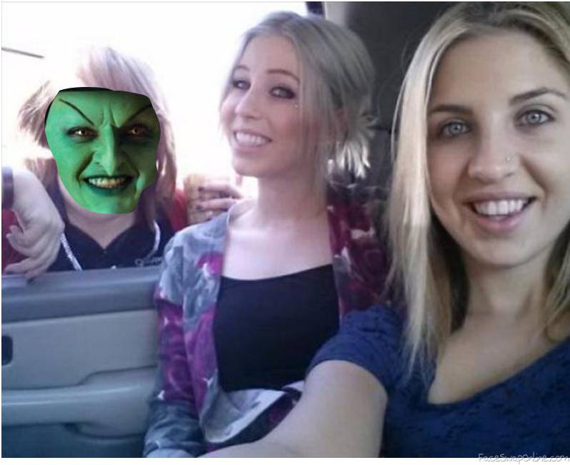 Wicked witch of the West's photobomb