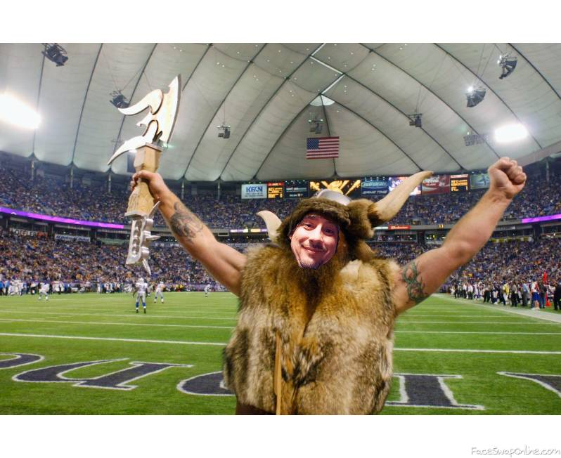 Justin Hinderer Vikings mascot lookin ass